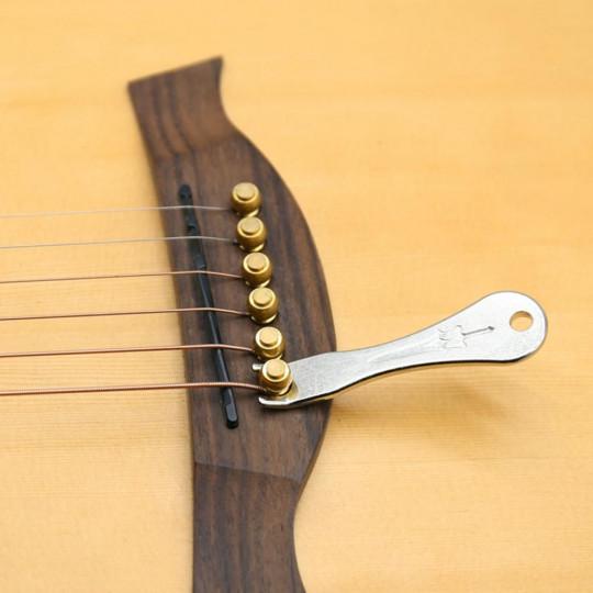 Vytahovač kolíků z kobylky  akustické kytary